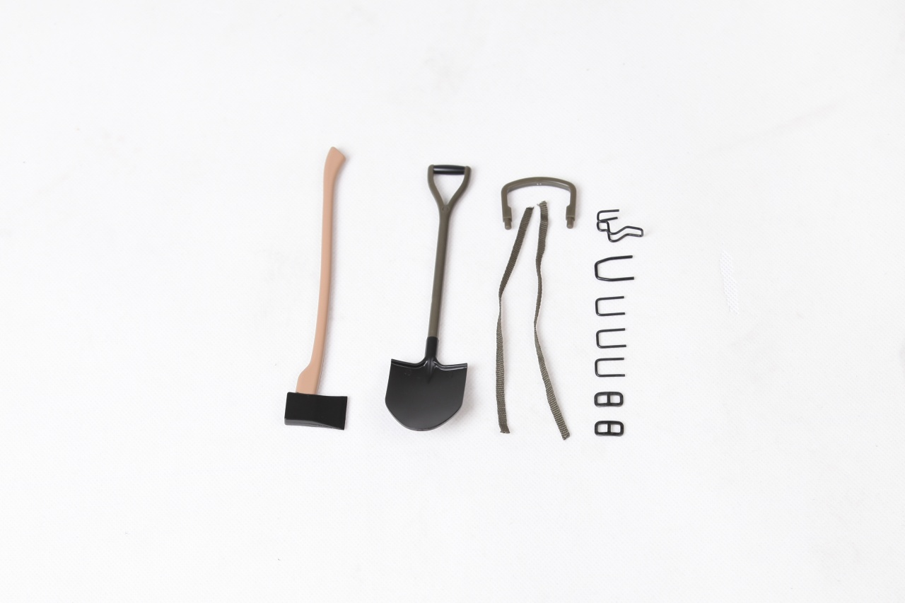MB Scaler 1:6 - Axt + Schaufel Scale Set