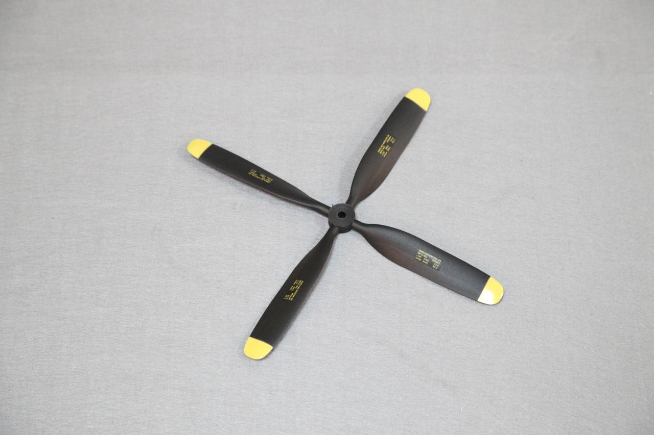Arrows Luftschraube Vierblatt für F8F 110 cm