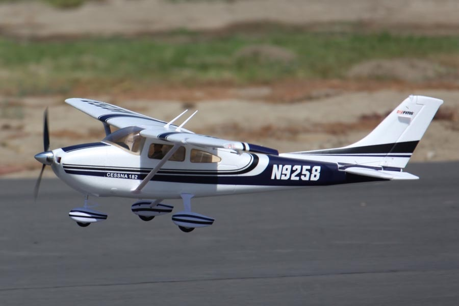 FMS Sky Trainer 182 PNP - 140 cm blau