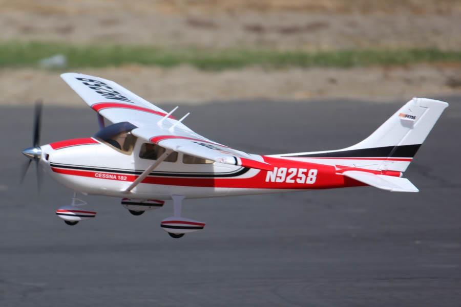 FMS Sky Trainer 182 PNP - 140 cm rot