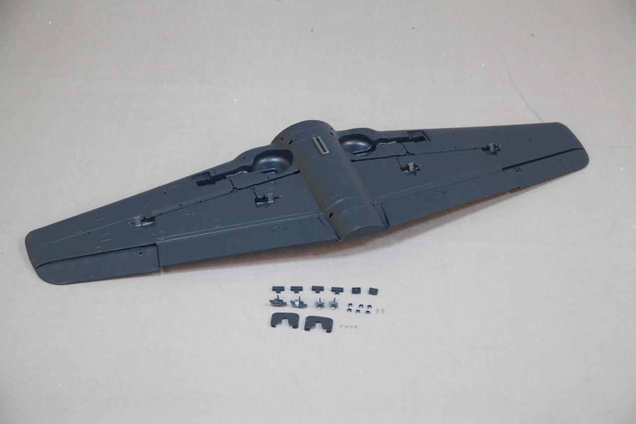 Arrows F8F - Tragfläche